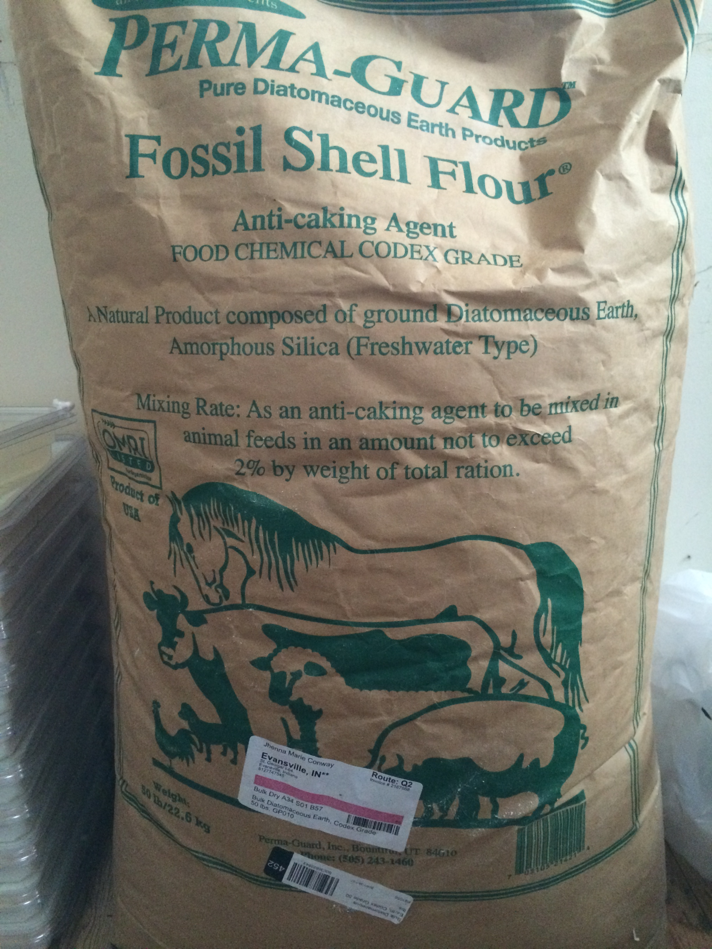 how to use diatomaceous earth in horse stalls